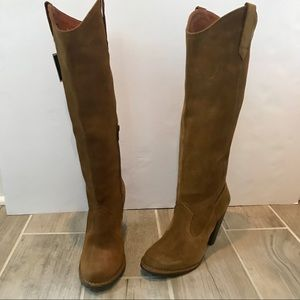 Frye Boots Suede NWT